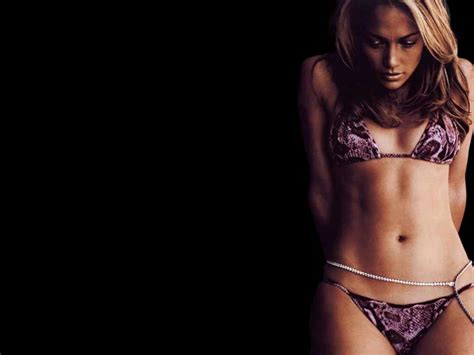 Jennifer Lopez Biography and Photos - Girls Idols